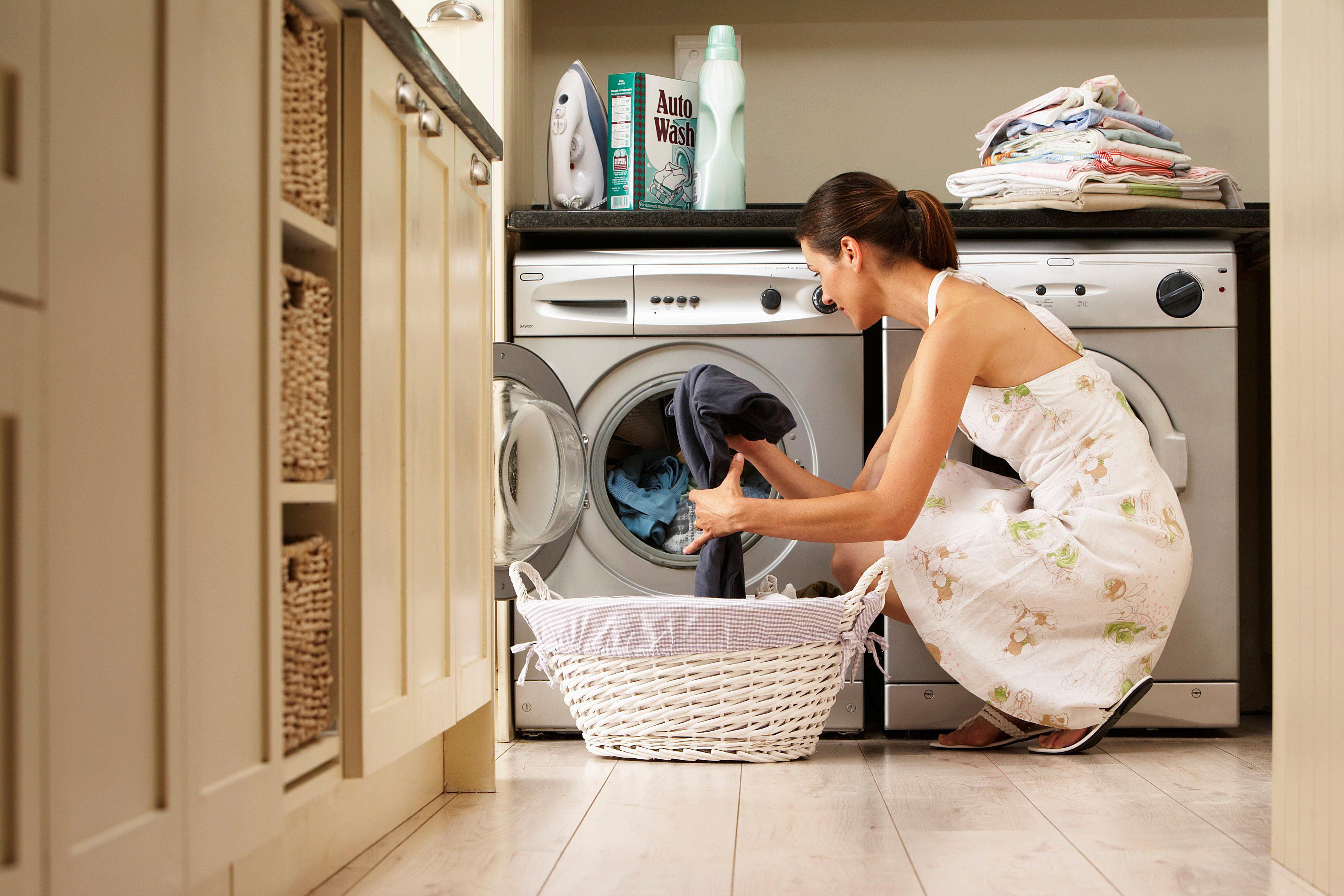 5 Wege, um Geruch aus laufender Kleidung zu entfernen - Dr